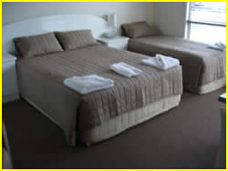 springsure_motels_brown_room.jpg