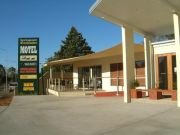 springsure motels-the overlander motel front view